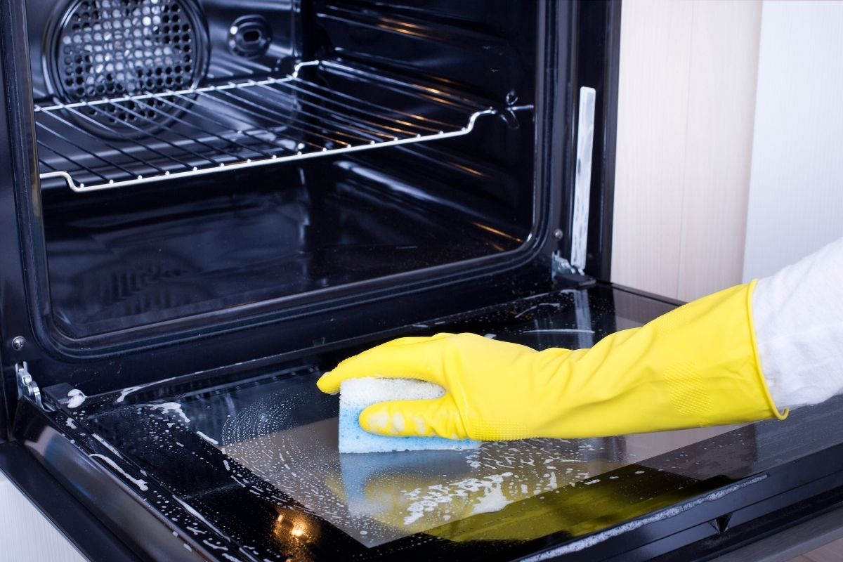 move-out oven cleaning